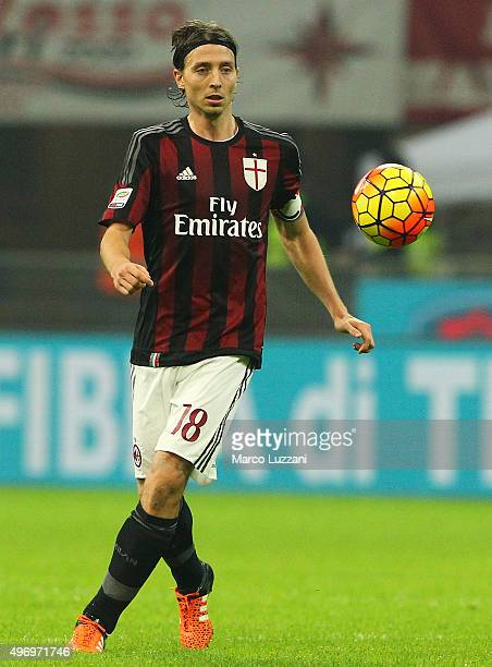 Riccardo Montolivo of AC Milan in action during the Serie A match between AC Milan and Atalanta BC at Stadio Giuseppe Meazza on November 7 2015 in...