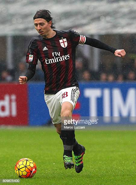 Riccardo Montolivo of AC Milan in action during the Serie A match between AC Milan and Udinese Calcio at Stadio Giuseppe Meazza on February 7 2016 in...