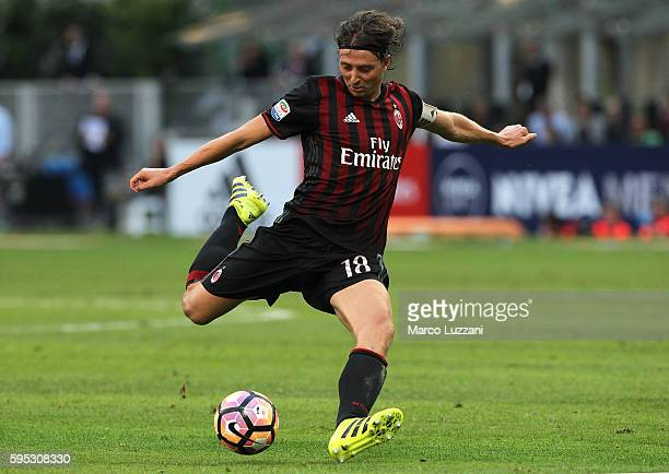 Riccardo Montolivo of AC Milan in action during the Serie A match between AC Milan and FC Torino at Stadio Giuseppe Meazza on August 21 2016 in Milan...