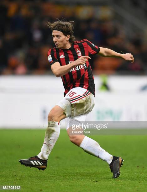 Riccardo Montolivo of AC Milan in action during the Serie A match between AC Milan and Torino FC at Stadio Giuseppe Meazza on November 26 2017 in...