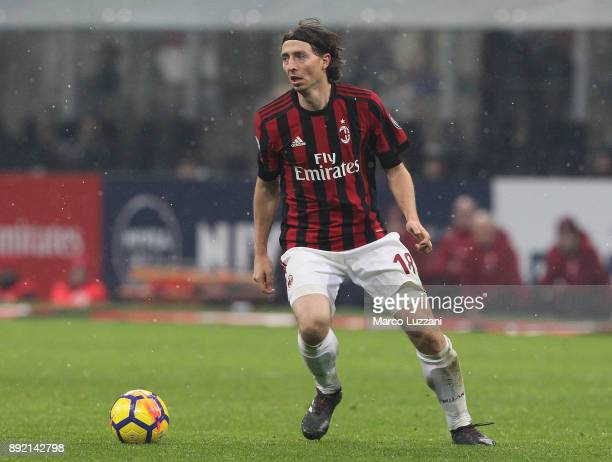 Riccardo Montolivo of AC Milan in action during the Serie A match between AC Milan and Bologna FC at Stadio Giuseppe Meazza on December 10 2017 in...