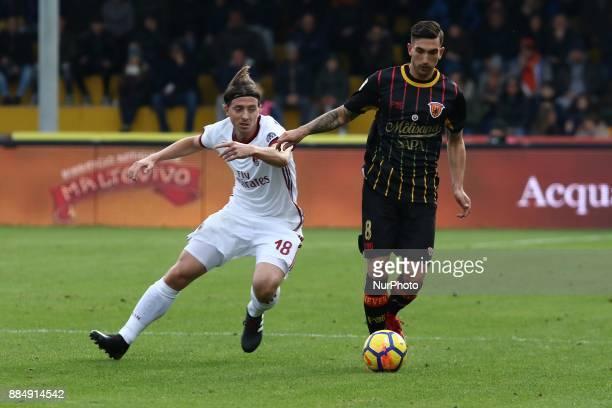 Riccardo Montolivo of AC Milan vies Danilo Cataldi of Benevento Calcio during the Serie A match between Benevento Calcio and AC Milan at Stadio Ciro...