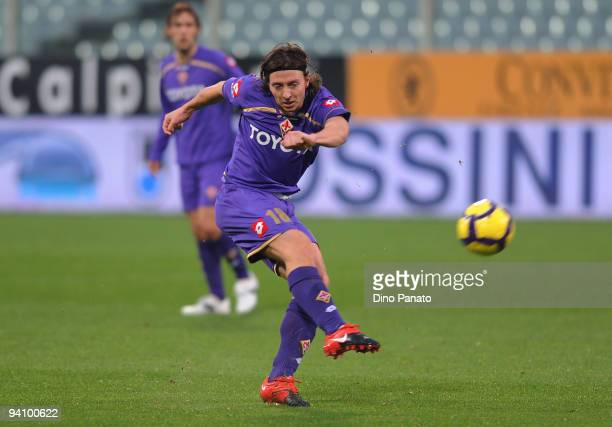 Riccardo Montolivo of Fiorentina in action during the Serie A match between Fiorentina and Atalanta at Stadio Artemio Franchi on December 6 2009 in...