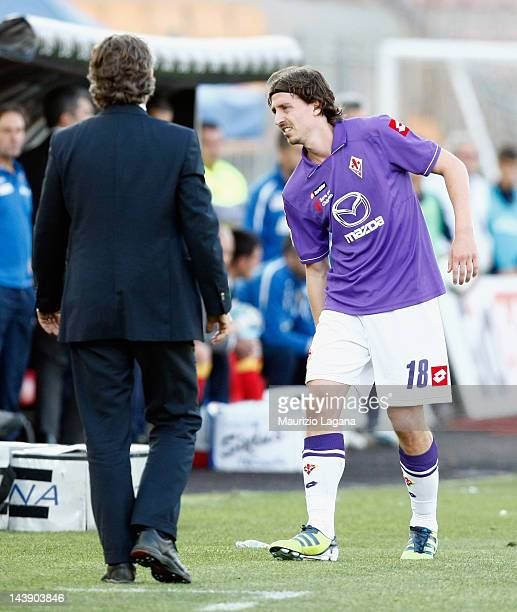 Riccardo Montolivo of Fiorentina leaves to field after injuried during the Serie A match between US Lecce and ACF Fiorentina at Stadio Via del Mare...