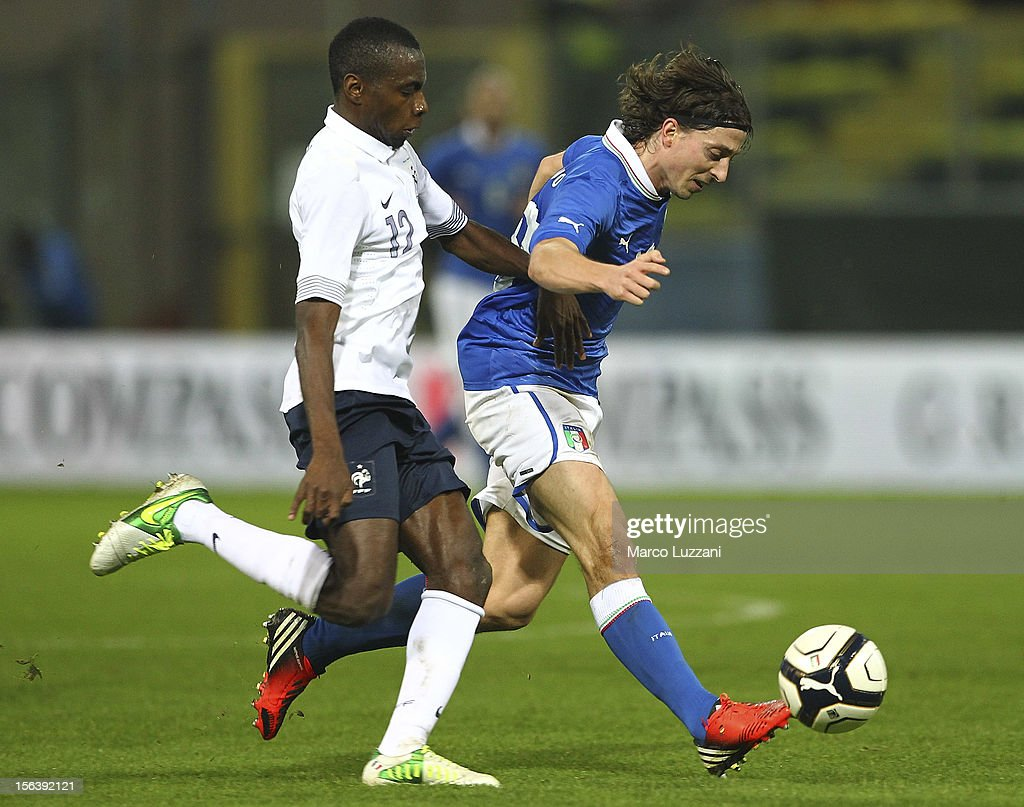 Riccardo Montolivo (R) of Italy competes for the ball with Blaise Matuidi (L) of France during the international friendly match between Italy and France at Stadio Ennio Tardini on November 14, 2012 in Parma, Italy.