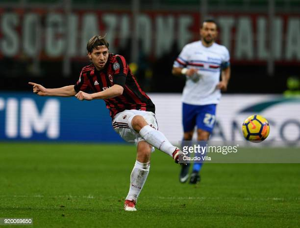 Riccardo Montolivo of Milan in action during the serie A match between AC Milan and UC Sampdoria at Stadio Giuseppe Meazza on February 18 2018 in...