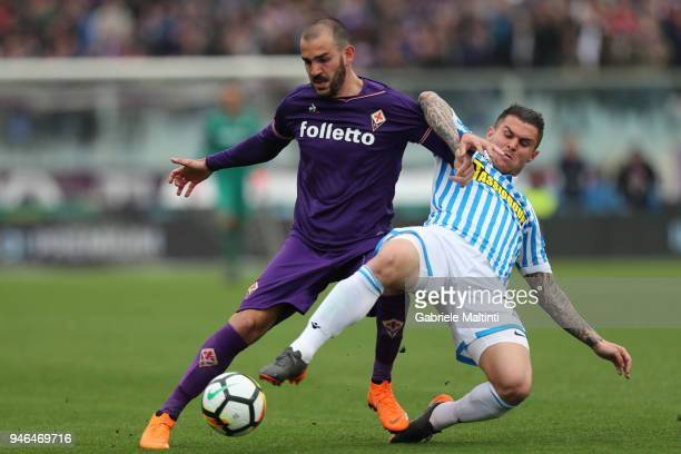 Riccardo Saponara of ACF Fiorentina battles for the ball with Federico Viviani of Spal during the serie A match between ACF Fiorentina and Spal at...