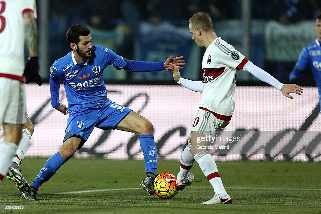 Riccardo Saponara of Empoli FC battles for the ball with Ignazio Abate of AC Milan during the Serie A match between Empoli FC and AC Milan at Stadio Carlo Castellani on January 23, 2016 in Empoli, Italy.