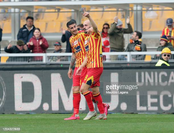 Riccardo Saponara of Lecce celebrates after scoring his team's first goal during the Serie A match between US Lecce and Atalanta BC at Stadio Via del...