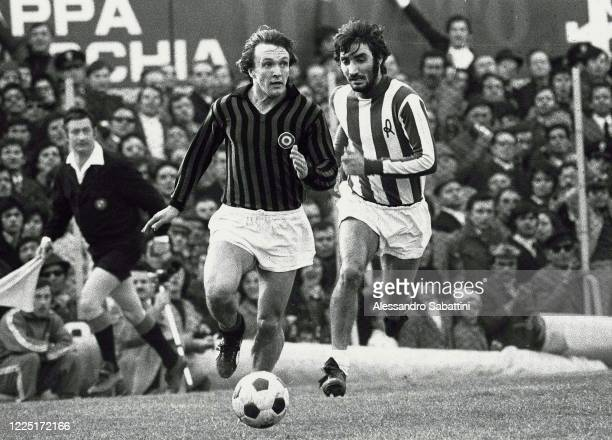Riccardo Sogliano of AC Milan competes for the ball with Ezio Vendrame of Vicenza during the Serie A match between Vicenza and AC Milan at Stadio...