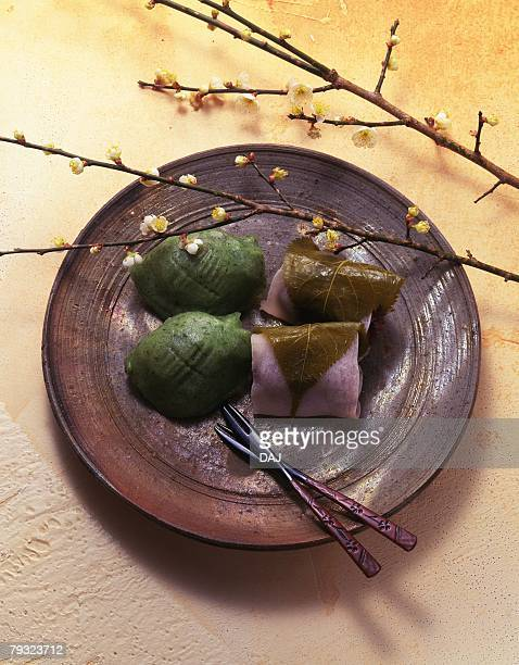 rice cake, high angle view - japanese mugwort stock pictures, royalty-free photos & images