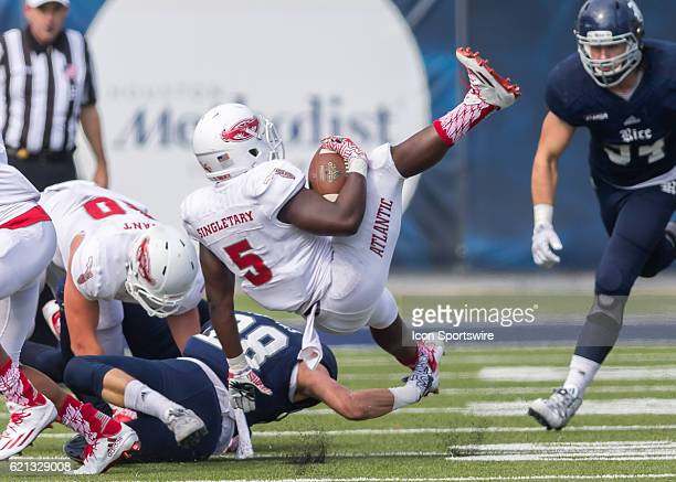 Rice Owls safety Cole Thomas tackles Florida Atlantic Owls running back Devin Singletary during the NCAA football game between the FAU Owls and Rice...