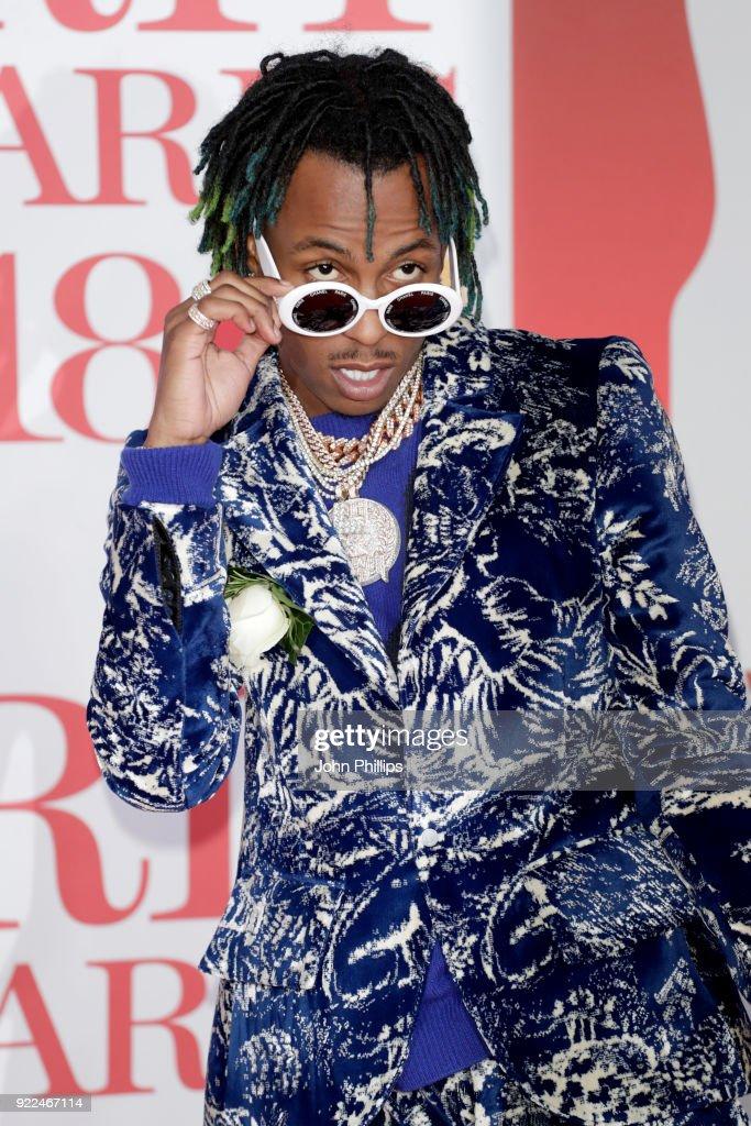 The BRIT Awards 2018 - Red Carpet Arrivals : Fotografía de noticias