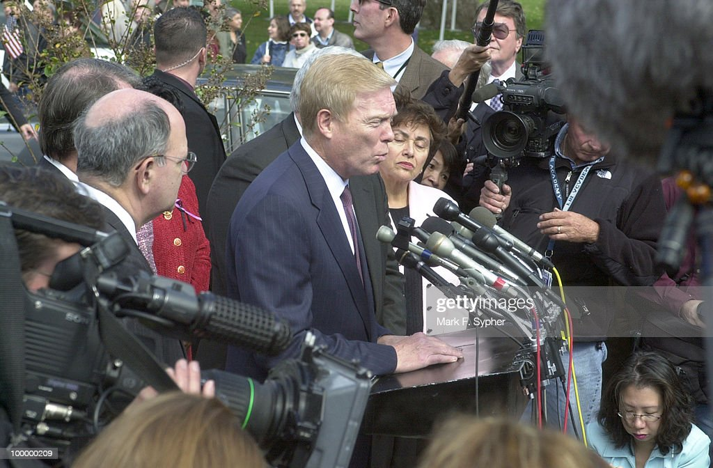 Richard A. Gephardt (D-MO) addressess the press at the House Triangle for a 1:45 pm press conference on Wednesday.