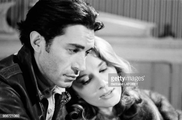 Richard Berry et Dominique Sanda pendant le tournage du film 'Une Chambre en ville' réalisé par Jacques Demy le 5 mai 1982 à Paris France