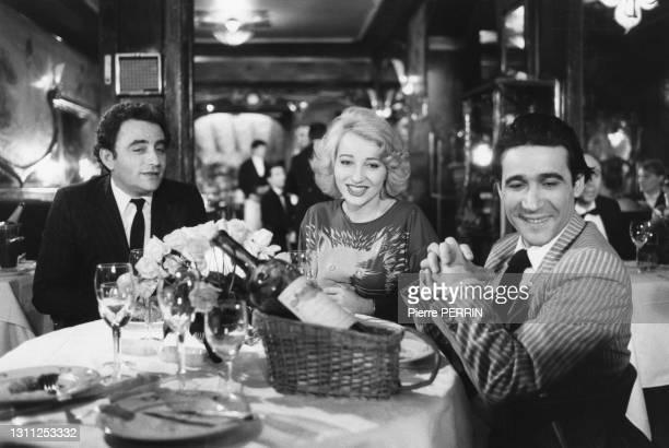 Richard Bohringer, Pauline Lafont et Roland Blanche sur le tournage du film 'Le Pactole', en 1985.