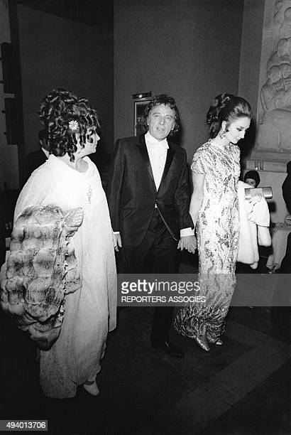 Richard Burton Liz Taylor et la Vicomtesse de Ribes