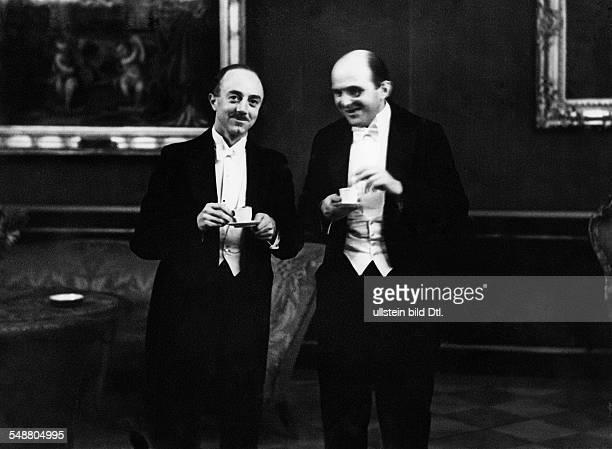 Richard Butler with Mr. Planck - - Photographer: Erich Salomon - Published by: 'B.Z.' Vintage property of ullstein bild