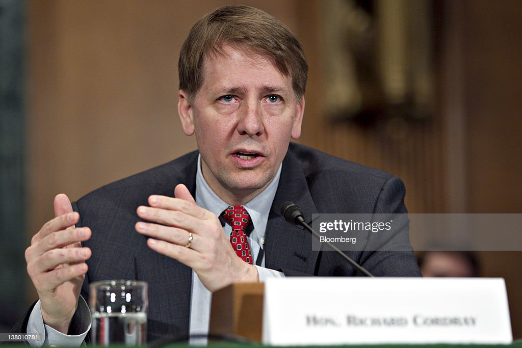 Fotos e imagens de senate banking committee holds hearing on cfpb