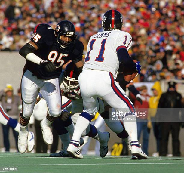 Richard Dent of the Chicago Bears rushes Phil Simms of the New York Giants during the NFC Divisional Playoff Game on January 5 1986 in Chicago...