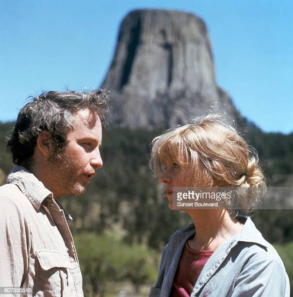 Richard Dreyfuss and Melinda Dillon on the set of Close Encounters of the Third Kind