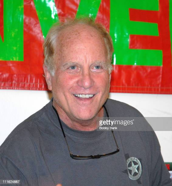 Richard Dreyfuss attends the 2008 Big Apple Comic Book Art Toy and SciFi Expo on June 8 2008 at the Penn Plaza Pavilion in New York