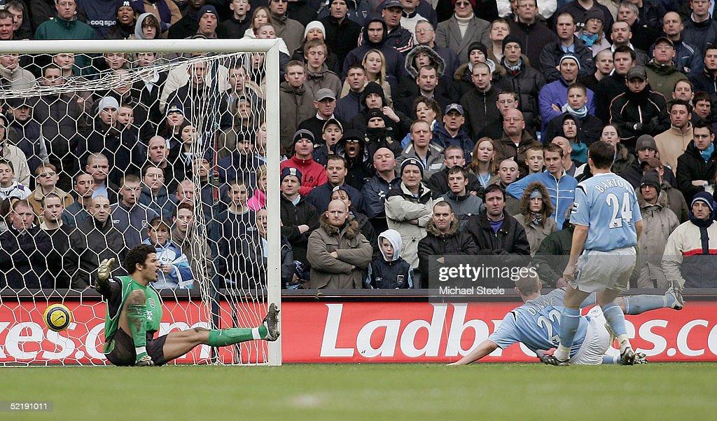 Manchester City v Manchester United : News Photo