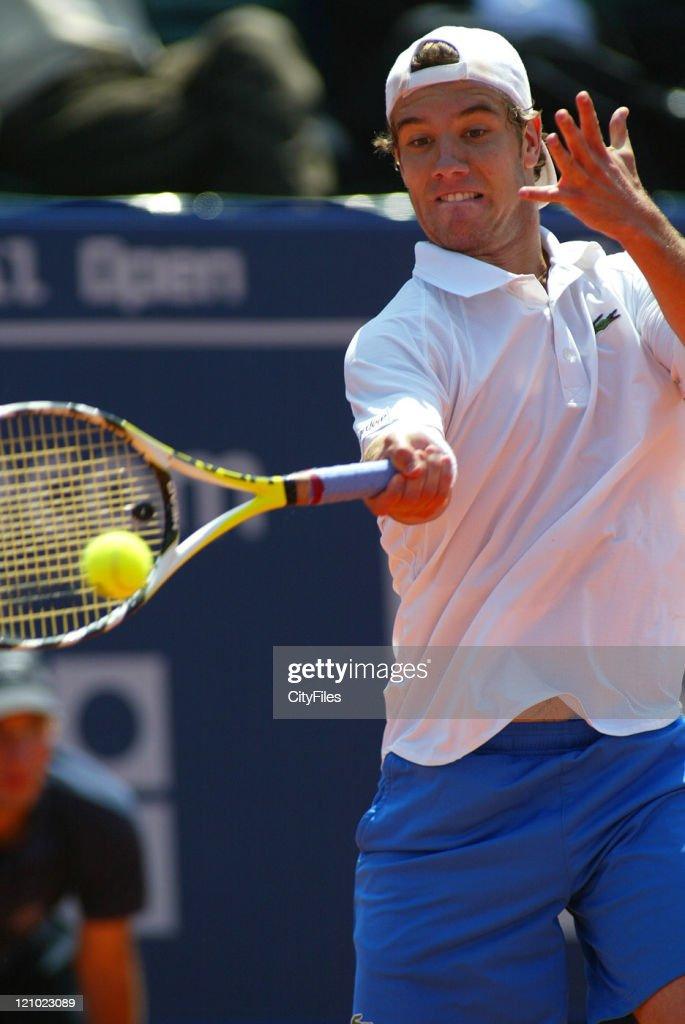 ATP - 2007 Estoril Open - Men's Singles Day 4 - Richard Gasquet vs Fredirico Gil : ニュース写真