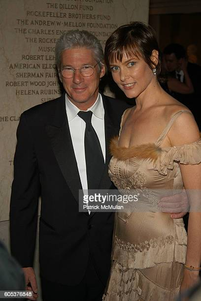 Carey lowell imgenes fotografas e imgenes de stock getty images richard gere and carey lowell attend the metropolitan museum of art costume institute spring 2006 benefit voltagebd Choice Image
