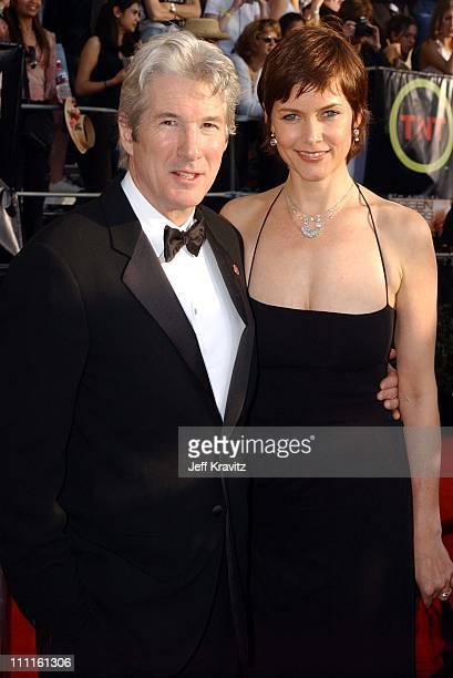 Richard gere wife 2 fotografas e imgenes de stock getty images richard gere and wife carey lowell during 9th annual screen actors guild awards arrivals at the voltagebd Choice Image