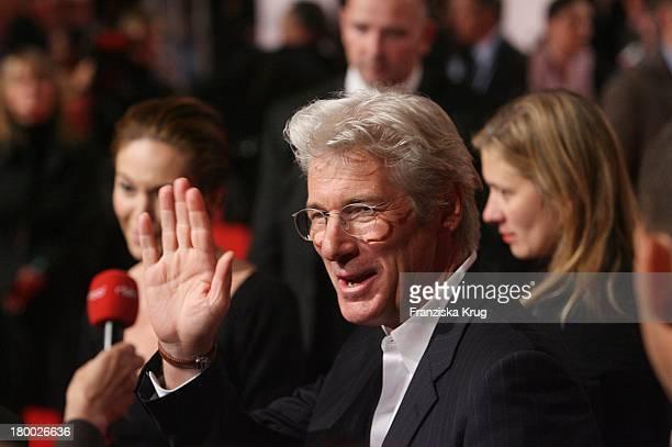 Richard Gere Bei Der Premiere Von Das Lächeln Der Sterne Im Cinestar In Berlin
