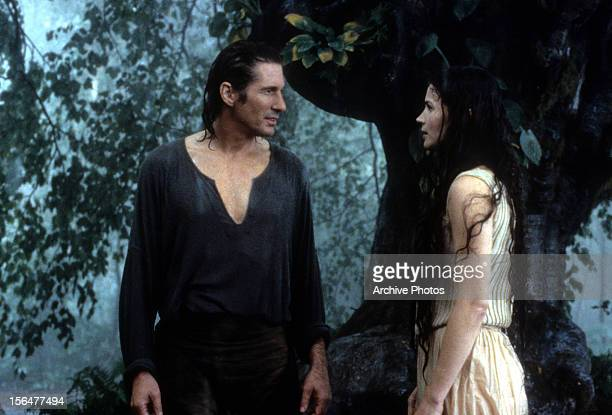 Richard Gere looking at Julia Ormond in a scene from the film 'First Knight' 1995