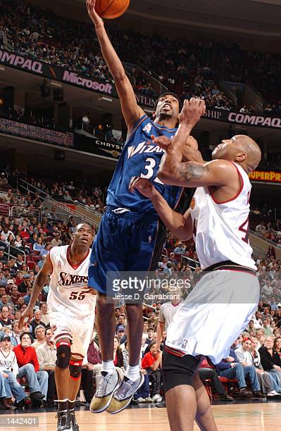Richard Hamilton of the Washington Wizards attempts a shot over Derrick COleman of the Philadelphia 76ers at the First Union Center in Philadelphia,...