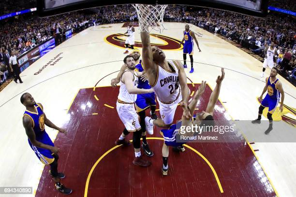 Richard Jefferson of the Cleveland Cavaliers drives to the basket against Klay Thompson of the Golden State Warriors i nthe first quarter in Game 4...