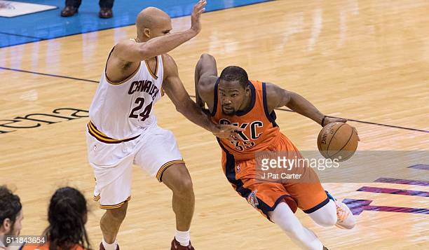Richard Jefferson of the Cleveland Cavaliers tries to block Kevin Durant of the Oklahoma City Thunder during a NBA game at the Chesapeake Energy...
