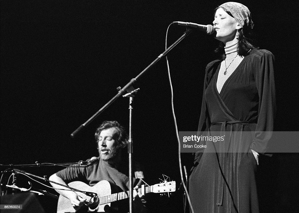 Richard & Linda Thompson At Over The Rainbow In 1975 : News Photo