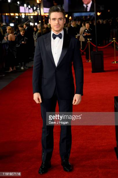 """Richard Madden attends the """"1917"""" World Premiere and Royal Performance at Odeon Luxe Leicester Square on December 04, 2019 in London, England."""
