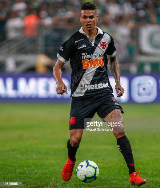 Richard of Vasco controls the ball during a match between Palmeiras and Vasco for the Brasileirao Series A 2019 at Allianz Parque on July 27 2019 in...