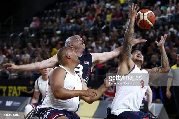 Richard Pullen of the United Kingdom and Brian Williams of the United States contest the ball in the semifinal of the Wheelchair Basketball between...