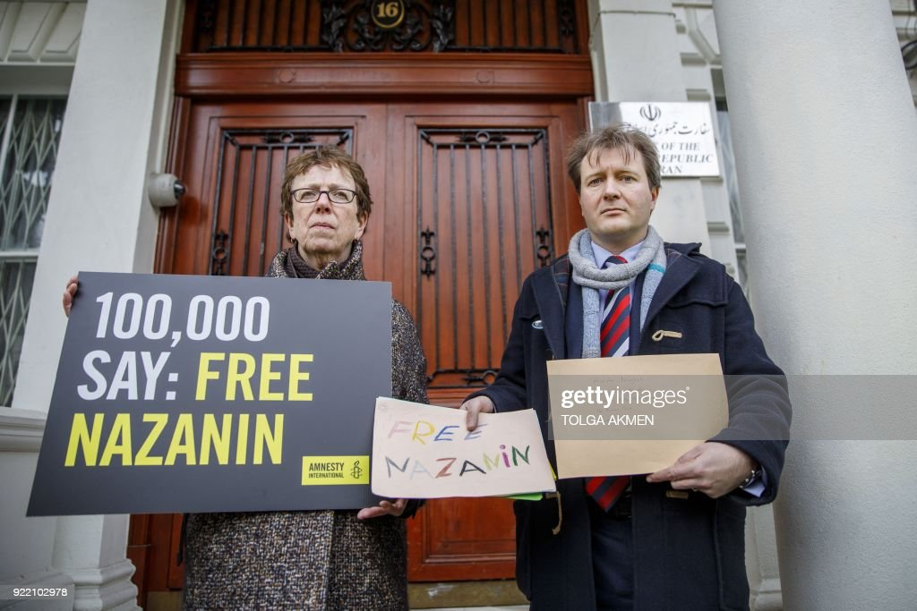 Richard Ratcliffe, (R), husband of jailed British-Iranian woman Nazanin Zaghari-Ratcliffe, delivers a petition and a letter addressed to the Iranian Deputy Foreign Minister Abbas Araghchi to demand her release, at the Iranian Embassy in London on February 21, 2018. The husband of a British-Iranian citizen jailed in Iran delivered a petition and support letters for his spouse to the country's embassy in London February 21, 2018, amid a visit by a deputy foreign minister. / AFP PHOTO / Tolga Akmen