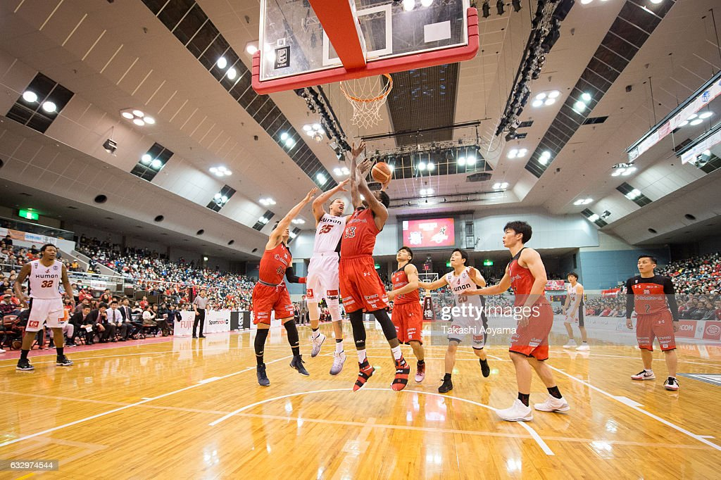 Richard Roby #25 of the Osaka Evessa contests a rebound with Tyler Stone #33 of the Chiba Jets during the B. League game between Chiba Jets and Osaka Evessa at Funabashi Arena on January 29, 2017, Funabashi, Japan.