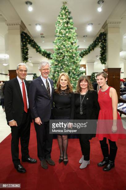 Richard Shadyac Claudio Del Vecchio Marlo Thomas Debra Del Vecchio and St Jude patient Mary attend as Brooks Brothers celebrates the holidays with St...