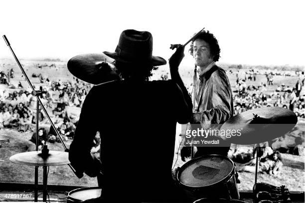 Richard 'Snakehips Dudanski' and Joe Strummer performing with English pub rock group The 101ers at the Watchfield Free Festival Oxfordshire 24th...