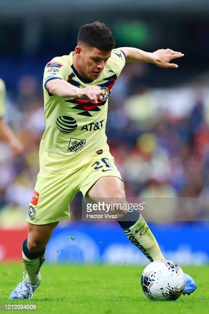 Richard Sánchez of America drives the ball during a quarter final first leg match between Club America and Atlanta United as part of CONCACAF...
