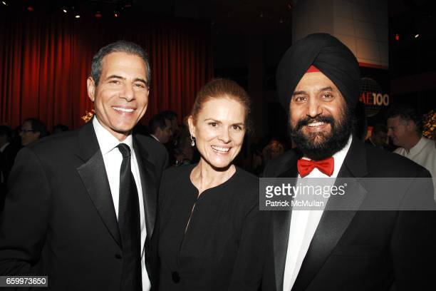 Richard Stengel Mary Stengel and Satjiv Chahil attend TIME MAGAZINE'S 100 MOST INFLUENTIAL PEOPLE 2009 at Jazz At Lincoln Center on May 5 2009 in New...