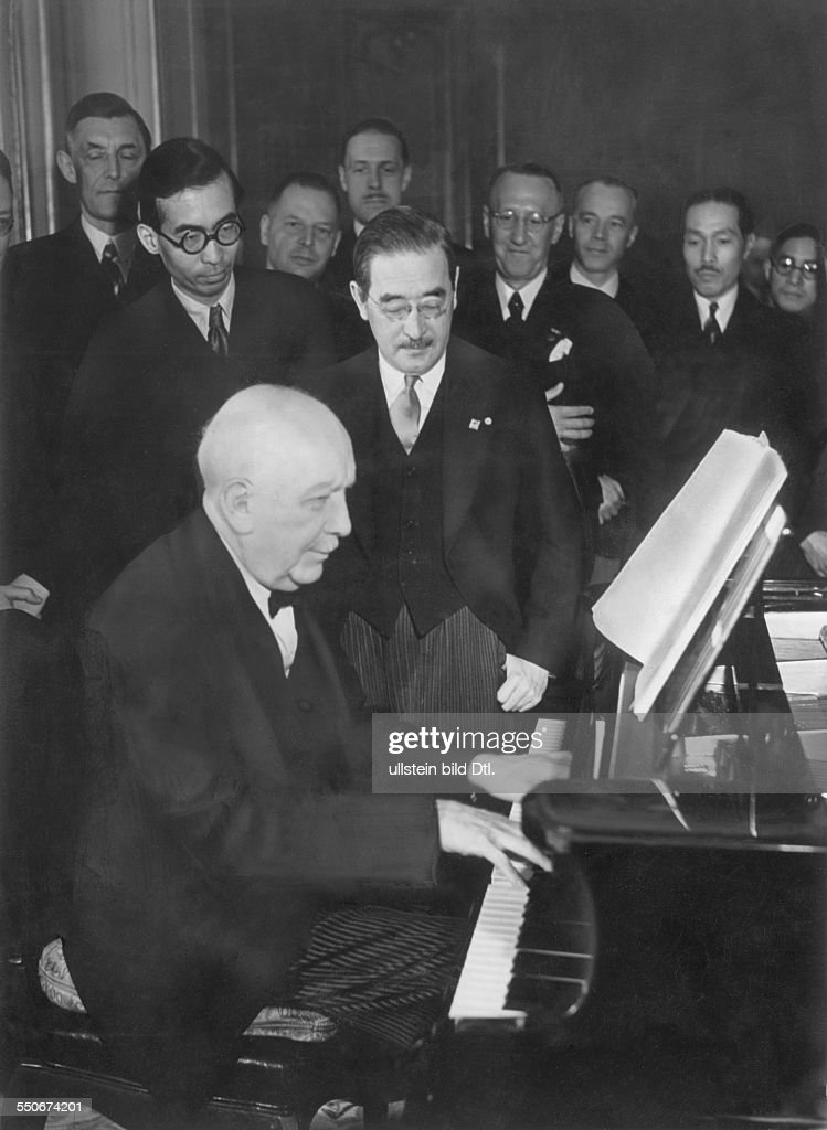 Richard Strauss composed a piece of music on the occasion of the 2600th anniversary of the Japanese Empire, Strauss presenting the composition to Japanese ambassador Saburo Kurusu in Berlin, Strauss playing the piano