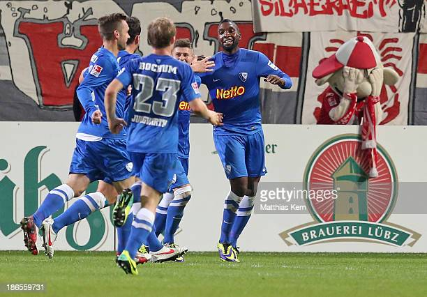Richard Sukuta Pasu of Bochum jubilates with team mates after scoring the first goal during the Second Bundesliga match between FC Energie Cottbus...