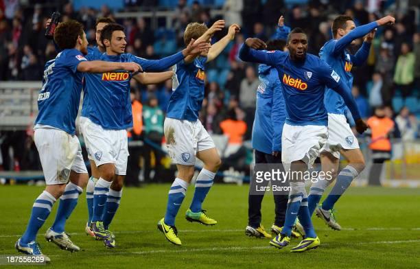 Richard Sukuta Pasu of Bochum who scored the winning goal celebrates with team mates after the Second Bundesliga match between VfL Bochum and 1 FC...