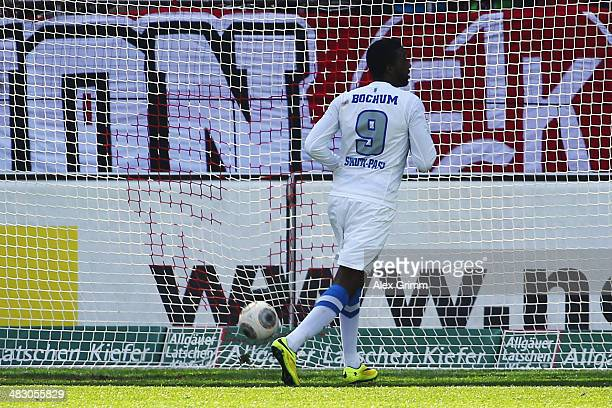 Richard SukutaPasu of Bochum scores his team's first goal during the Second Bundesliga match between 1 FC Kaiserslautern and VfL Bochum at...