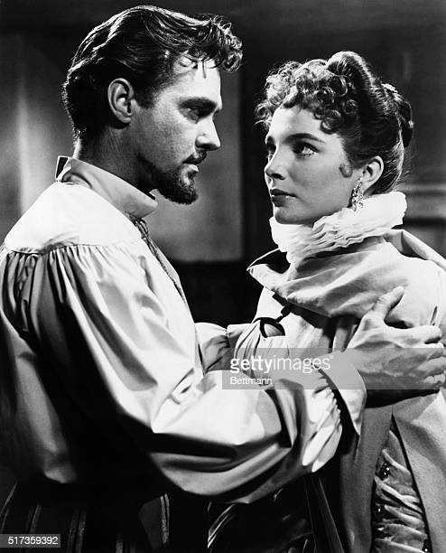 Richard Todd and Joan Collins as Sir Walter Raleigh and Beth Throgmorton in the 1955 Twentieth Century Fox production The Virgin Queen